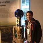 Jose Miguel con el equipo de cámaras para el Street View en zonas peatonales