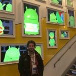 Jorge Martínez López en el hall entrada edificio Google