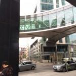 Puente que comunica los 3 edificios