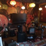Aqui en lugar de relajarte puedes descargar tensión tocando instrumentos….