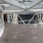Puente desde dentro que comunica los edificios